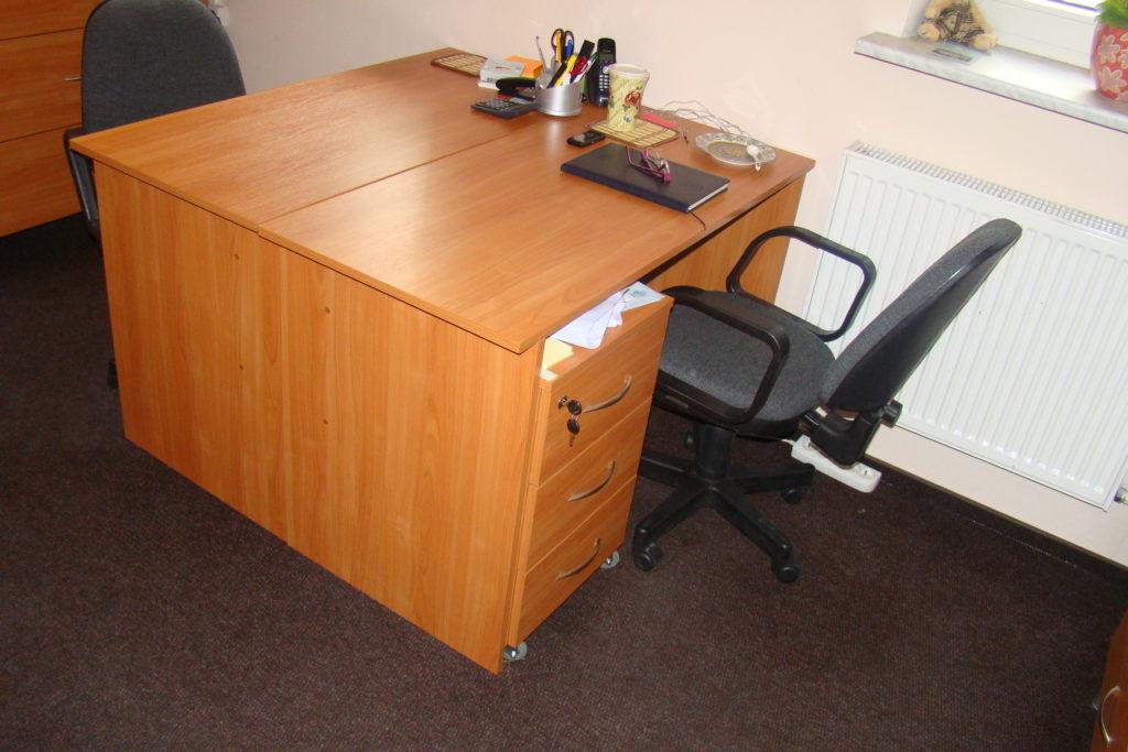 Wyposażenie meblowe biur