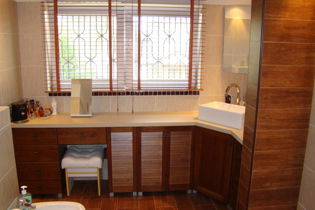 Łazienka wykończona w drewnie